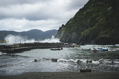 cinque terre, vernazza (nathalietjernberg) Tags: boats pier boat vernazza bt hav pir vgor hamn btar