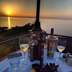 Buonaserata da #isoladelbaapp il tag delle vostre #vacanze all'#isoladelba. Foto di @maxdmet  (isoladelbaapp) Tags: isoladelba elba visitelba portoferraio porto azzurro capoliveri marciana marina di campo rio
