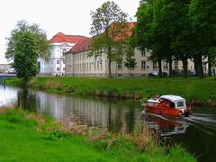 Schloss Oranienburg an der Havel (Sophia-Fatima) Tags: castle boot brandenburg havel schlossrestaurant schlossoranienburg