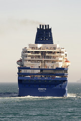 CFR5980 Bye-bye (Carlos F1) Tags: barcelona sea puerto boat mar spain nikon mediterraneo barco transport sail navegar zenith transporte crucero d300 helipuerto croisieres lepb