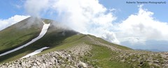 verso il Vettore (Roberto Tarantino EXPLORE THE MOUNTAINS!) Tags: parco 2000 nuvole neve alta monte amici montagna marche umbria cresta sibillini vettore quota metri