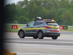 OPS2 (stevenbrandist) Tags: santafe airport leicestershire led automatic hyundai beacon runway eastmidlandsairport airside crdi escortvehicle mj13jzo