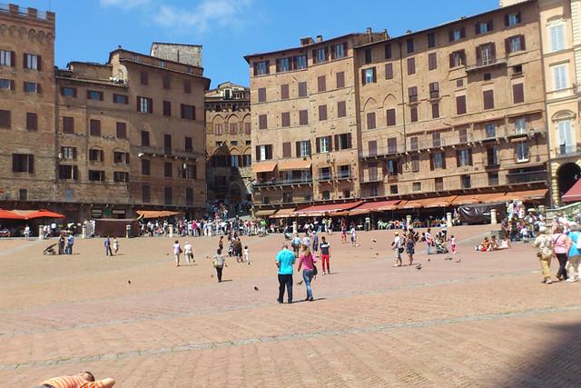 シエナとサン・ジミニャーノ小さな街めぐり(ヨーロッパの街歩きのオプショナルツアー)