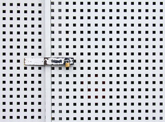 Locked (C_MC_FL) Tags: door texture canon photography eos closed pattern fotografie lock negativespace locks copyspace minimalism dots tamron locked minimalistic muster tre gesperrt textur punkte flickrfriday minimalistisch verschlossen schlos 18270 60d b008