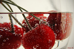 Tiempo de cerezas (photoschete.blogspot.com) Tags: red color macro water colors fruit canon cherry eos rojo agua cherries sigma bubbles fruta burbujas cerezas granate 70d
