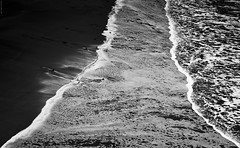 The beach. (Carlos Arriero) Tags: travel sea blackandwhite espaa naturaleza blancoynegro nature water composition landscape mar spain agua nikon waves paisaje canarias diagonal tenerife tamron olas laplaya thebeach viajar composicin 2470mm d800e carlosarriero