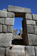 Puerta inca (Nanak26) Tags: cuzco cusco sacsayhuamn inca saqsayhuman saksaywaman saqsaywaman sasawaman saksawaman sasaywaman saksaqwaman prou andes amriquedusud altitude amrica latinoamrica peru per per southamerica sudamerica americalatina colorful andean canon6d 24105l quechua incas piruw colours paredes muros citadel pachacutec fortaleza antigua megaliths megalith mgalithe megalithic bloccyclopen block ruins ruinas fortress wall pared muralla outdoor architectural masterpiece megalithicruins walls stones rocks history ceremon abstract stonework architecture puerta door porte