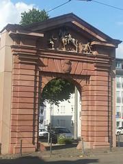 Saint Martin and the beggar (grinnin1110) Tags: germany deutschland portal fortification baroque mainz citywall rheinlandpfalz towngate rhinelandpalatinate mayence mentz gautor saintmartinandthebeggar barockstil hlmartinbeidermantelspende streetportal gaupforte