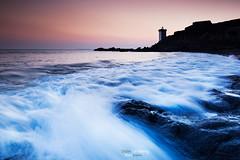 16DGM35161 (BreizHorizons) Tags: sunset mer lighthouse de pointe phare coucherdesoleil rochers finistre ocan leconquet iroise penarbed kermorvan didiergrimberg
