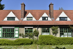 L'un des cottages  la cit du Logis (Flikkersteph -4,000,000 views ,thank you!) Tags: architecture cottages citjardin greenery springtime lawns trees style decoration homes hedges skyblue watermaelboitsfort brussels