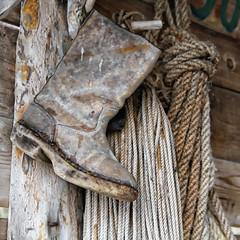 Gamlestvelen -|- Old boot (erlingsi) Tags: texture boot colours norwegen sq squared botte vegg noreg bota seahouse naust eikrem stvel tauverk kystkultur sjhsi