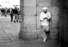Break time (fernando_gm) Tags: madrid street blackandwhite bw blancoynegro nikon break cocinero d7000