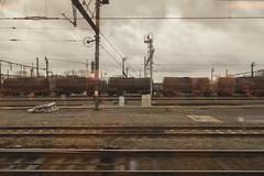 Trenes oxidados de camino a Brujas. (www.rojoverdeyazul.es) Tags: road train tren track belgium brugge rail bruges autor bueno brujas lvaro blgica vas