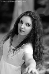 DSC_1493+ (SuzuKaze-photographie) Tags: portrait bw woman france lyon bokeh femme nb shooting dor parc swirly tte suzukazephotographie