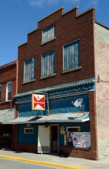 Bar in downtown Monmouth, Illinois (Blake Gumprecht) Tags: bar illinois downtown tavern monmouth collegetowns jbswoodshed