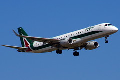 EI-RNE   ERJ190STD (ERJ190-100)  Alitalia Cityliner (Antonio Doblado) Tags: barcelona airplane aircraft aviation airliner alitalia aviación elprat erj170 cityliner erj175 eirne