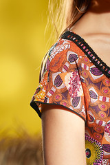 ethnokleid_33 (Bernina International AG) Tags: inspiration magazine pattern embroidery sewing instructions projects ideas 62 designworks bernina sticken nhen cutwork quilten embroiderysoftware no62 nhanleitung nhprojekt sticksoftware