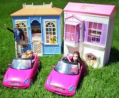 Bye! (flores272) Tags: family house vintage 1996 cottage dream ken barbie 1998 mattel dollhouse kendoll myscene barbiehouse barbiecar foldouthouse foldupdollhouse foldupbarbiehouse familydreamhouse