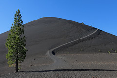 California - Lassen Volcanic National Park (Michael.Kemper) Tags: voyage california park usa mountain lake mountains travelling berg america canon eos volcano us is butte cone hiking united von hike berge trail national states usm np amerika volcanic range cascade efs f28 wandern lassen reise cinder kalifornien wanderung cindercone 30d vulkan 1755 staaten kaskaden vereinigte canoneos30d buttelake canonefs1755f28isusm kaskadengebirge
