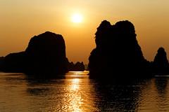Ha Long sunset (Adrien Marc) Tags: light sunset rock vietnam serenity halong goldenhour halongbay peacefulness quietness goldenlight