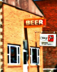 Have a 7Up and a beer (pam's pics-) Tags: usa beer sign bar us midwest nebraska lounge ne grill booze 7up vintagesign hiway34 pammorris pamspics benkelmannebraska nikond5000