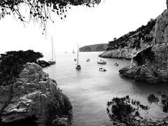Calanques de Marseille, 2015 (Matheeld L.) Tags: sea summer bw boats marseille holidays peace infinite calanque