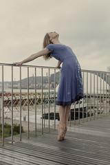 En pointe (Pelayo Gonzlez Fotografa) Tags: bridge portrait ballet woman female puente dance mujer ballerina shoes retrato danza dancer pointes bailarina bending