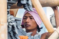 Extrme concentration...Look at my album on Bali (geolis06) Tags: bali asia olympus asie indonsia 2015 indonsie munduk balineseartist olympusem5 olympusm75300mmf4867ii geolis06 artisanbalinais