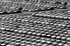 C' un posto libero al centro (102 RENATO) Tags: parking parcheggio vetture nikond750 renatopizzutti
