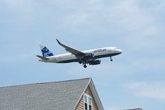 IMG_2540 (wmcgauran) Tags: boston airplane airport aircraft aviation airbus jetblue bos a320 eastboston kbos n827jb