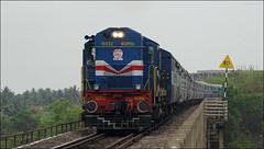 Gonda WDM3A with Marusagar Express. (Omkar Sawant) Tags: railway express ernakulam ajmer konkan ratnagiri gonda wdm3a marusagar kuarbav