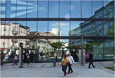 0240-REFLEJOS EN BRAGA - PORTUGAL - (-MARCO POLO-) Tags: ciudades rincones reflejos