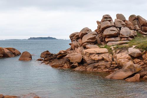 Vue sur l'archipel des Sept-Îles depuis la Côte de Granit Rose