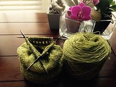 Cthulhu Cozy, aka: Matine ~ Peridot (Pointe Shoes Punk Rock And Purl Pix) Tags: knitting cthulhu sundara merinosilkblend pointeshoespunkrockandpurl somanyvicessolittletime karinbonravelry keibdesigns