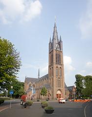 Hilversum - Sint Vituskerk (grotevriendelijkereus) Tags: holland tower church netherlands toren nederland neogothic hilversum kerk noord gooi neogotiek