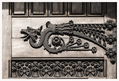 EL SEOR QUE AMABA LOS DRAGONES (Lanpernas 2.0) Tags: barcelona arte bcn catalonia artnouveau catalunya diseo modernismo modernisme dragn eixample artdec forja dragones casapiabatll josepvillaseca