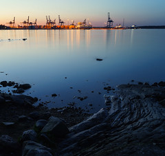 Iltasatama (trm42) Tags: sea suomi finland evening bay spring dock rocks industrial kallio meri vantaa ilta heijastus kevät uutela kivet