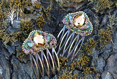 twin combs Color of summer (~Gilven~) Tags: green gold beads jewelry bead swarovski comb beading swarovskicrystals beadembroidery japanesebeads foggyforest