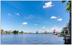 Zaanse Schans overzicht op het water (voorhammr) Tags: gras zon zaanseschans zaandam molens 2016 vakwerk huisjes blauwelucht jolandakraus