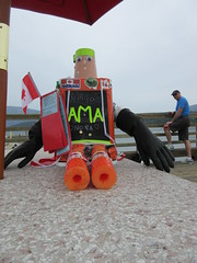 Low tech Hitchbot (jamica1) Tags: salmon arm shuswap bc british columbia canada hitchbot ama