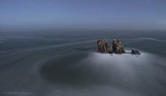 Los Urros (Puerta del Mar) (Manuel Lpez Frias) Tags: espaa moon marina cantabria miera liencres marcantabrico fotografianocturna puertadelmar formacionesrocosas losurros fotografadelargaexposicin fotografonocturno fotografiamanuellopezfrias flickrmalofri infomanuellopezfriascom wwwmanuellopezfriascom