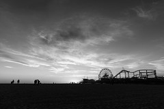 silhouettes (jan.wallin) Tags: california travel sunset sky blackandwhite usa cloud beach monochrome pier us outdoor santamonica silhouettes outddor nikond750 afsnikkor241204gvr