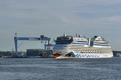 P1930031 (Lumixfan68) Tags: port ships hafen kiel schiffe aida cruises kieler kreuzfahrtschiffe aidaluna clubschiffe