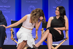Sarah Hyland and Ariel Winter (iDominick) Tags: abc paley 2015 modernfamily paleyfest sarahhyland arielwinter dolbytheatre idominick
