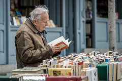 Answers found in books (Jan Moons) Tags: madrid street city people nikon books d600 nikond600