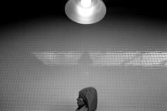woman in tube station (niki altmann) Tags: vienna leica light bw woman girl station tile tube xp2 monochrom voigtlnder blackdiamond mda thelook blachwhite einfarbig minimalismus