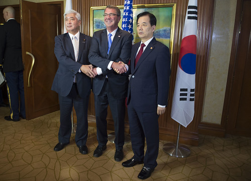 U.S. Secretary of Defence Ash Carter meets with South Korea's Minister of Defence Han Minkoo (R) and Japan's Minister of Defence Gen Nakatani for a trilateral at the IISS Shangri-La Dialogue in Singapore June 4, 2016.