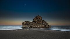 Pen del Cuervo II (Jose Peral Merino) Tags: sea sky atardecer mar andaluca luna cielo mlaga ocado pen pendelcuervo