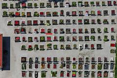 Grave Decorations (Aerial Photography) Tags: friedhof cemetery lines by aerial m rows deu luftbild luftaufnahme obb linien bayernbavaria deutschlandgermany reihen ismaning rechteck fotoklausleidorfwwwleidorfde steinheilstrase ismaninglkrmnchen 27062011 1ds67375 andertorfbahn