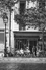 Caf typique canal St Martin (Photoeric_) Tags: people paris france men monochrome architecture canal blackwhite cafe women noiretblanc extrieur btiment personnes hommes femmes canalsaintmartin serveuse